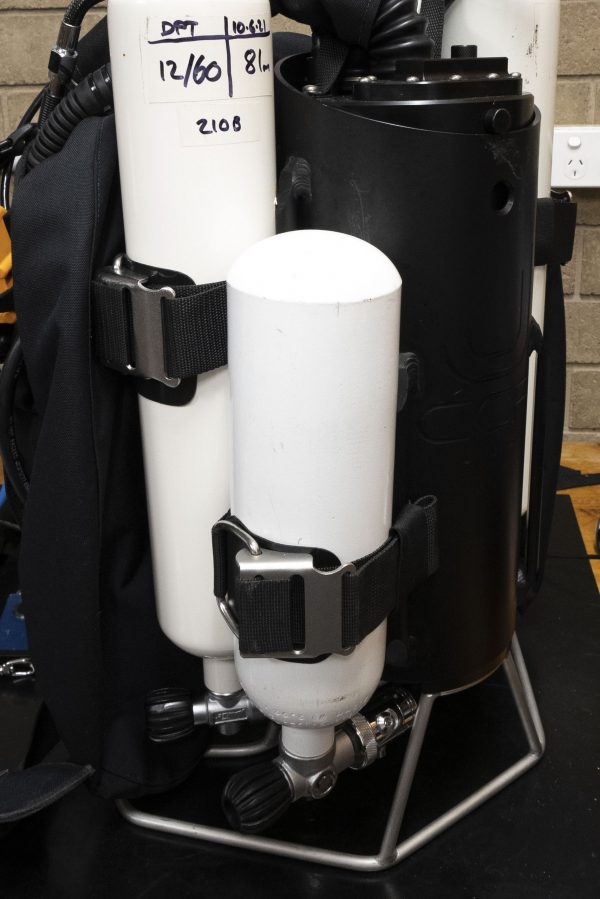 Example of suit inflate tank on back of JJ-CCR with cam band